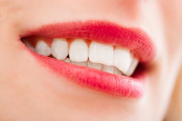 bouche sexy et rouge à lèvre rouge