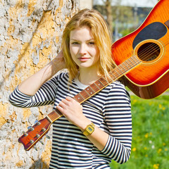 Young, cool woman with guitare