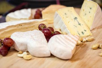 Käseplatte mit Trauben