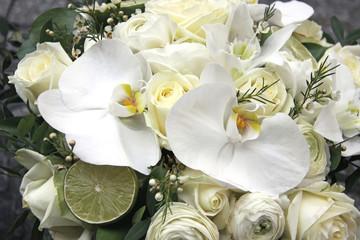weißer blumenstrauß mit orchideen
