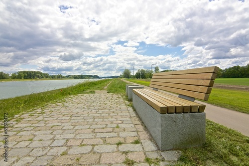 Papiers peints Canal Modern bench on a grassy knoll 05