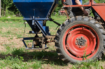 tractor wheel seeder equipment sow buckwheat seeds