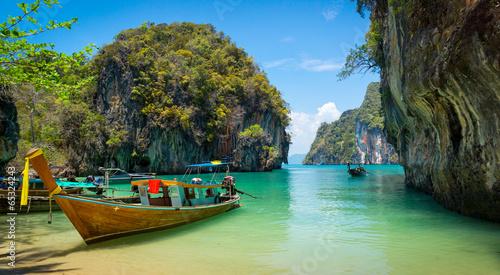 Fotobehang Kust Traditional longtail boats near tropical island