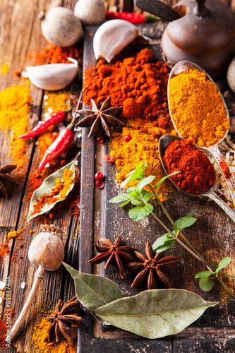Fototapety, obrazy : Various spices on wood