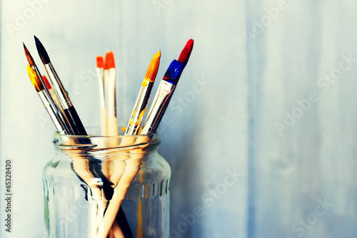 Paints and brushes - 65328430
