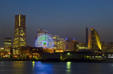 Yokohama Stadtpanorama bei Nacht (Japan)