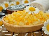 Sea salt with daisies - 65341201