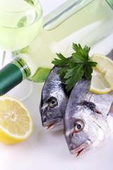 Pesci e vino bianco