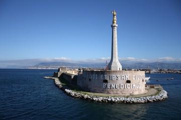 Messina, Porto particolare stele della madonnina