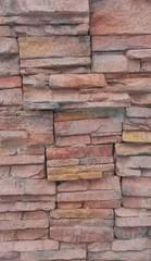 muro de piedras rojas