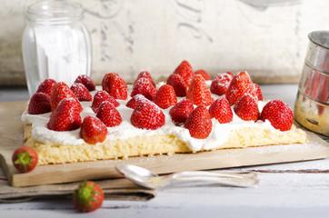 Erdbeer-Sahne-Biskuit