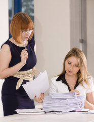 The manager instructs on work with official papers