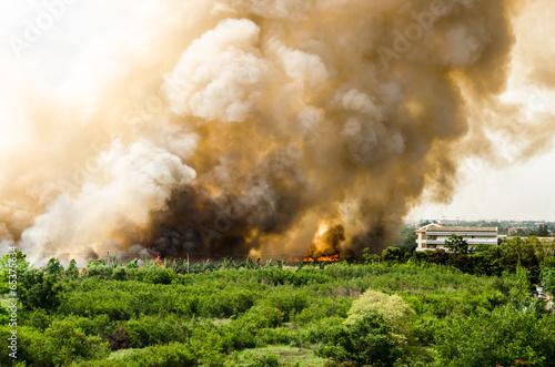 In de dag Vuur / Vlam Fire in the city overview.