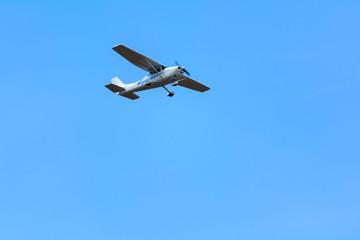 Aereo da turismo monoelica in volo