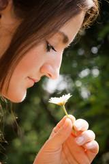 Frau mit Blume 2505