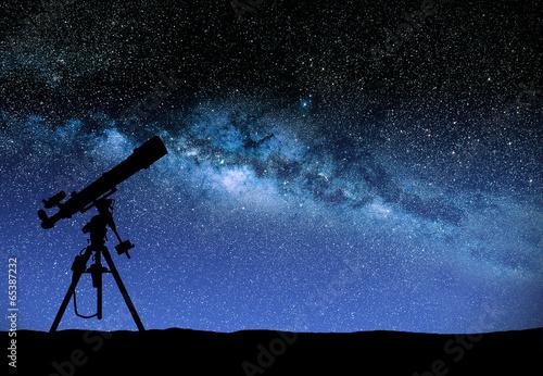 Foto op Aluminium Nacht Telescope watching the wilky way