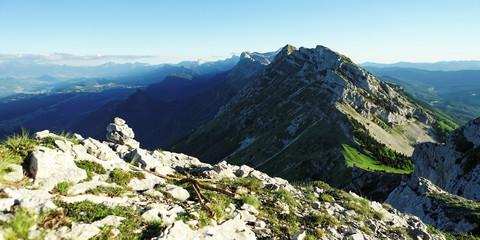 Chaine du vercors et mont aiguille (alpes)