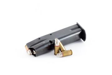 Magazin für Handfeuerwaffen, 9mm, zwei Patronen daneben