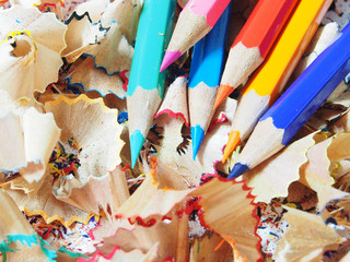 The sharpen color pencils shavings