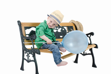 Frecher Junge mit Luftballon