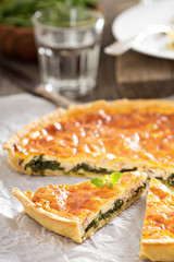 Quiche with arugula and bacon