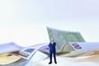 Geschäftsman,n Figuren, Geld im Hintergrund