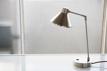 Lampe auf dem Schreibtisch, close-up