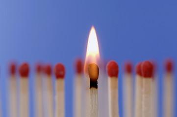 Streichhölzer, eines brennt