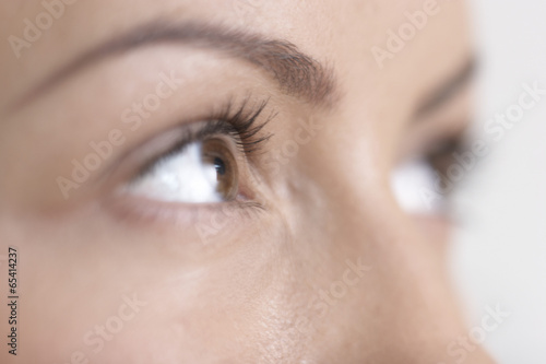 Auge der Frau, extreme Nahaufnahme