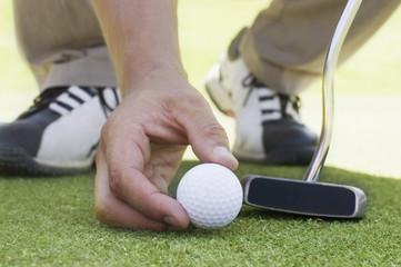 Golfball auf Puttinggreen