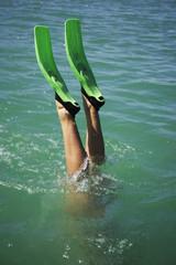 Teenager Mädchen Tauchen Wasser, Flossen
