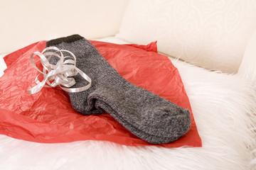 Socken auf Packpapier