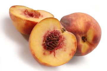 Pfirsich und Pfirsichhälften