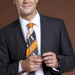 Geschäftsmann mit MP3-Player