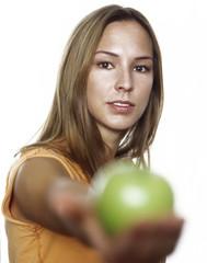 Frau jung mit grünem Apfel, cloes-up