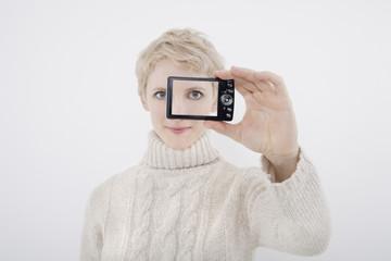 Frau, SelbstPortrait mit Digitalkamera