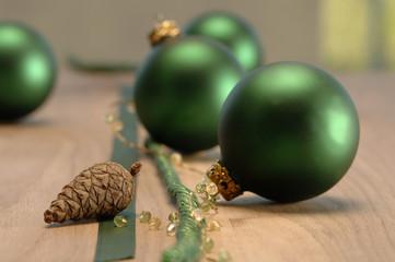 Weihnachtsschmuck mit Weihnachtskugeln