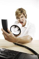 Mann halten Telefon, Megaphon