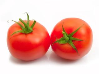 coppia di pomodori freschi in fondo bianco