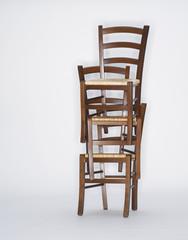 Stapel von Stühlen
