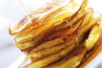 Pancake, Eierkuchen mit Ahornsirup begossen