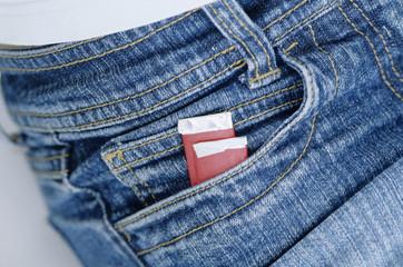 Kaugummi-Pakete in Jeans-Tasche