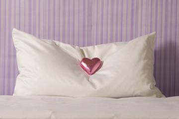 Schokolade auf Hotelzimmer Kissen