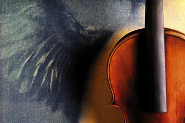 Violine vor lackiertem Flügel