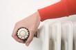 Hand auf Thermostat