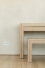 Holzbank und Boden