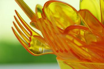 Orangenes Plastikbesteck