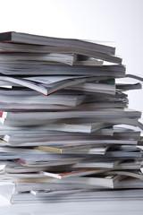 Gestapelte Zeitschriften