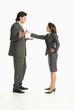Geschäftsmann und Geschäftsfrau diskutieren, Seitenansicht