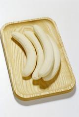 Bananen auf Schneidebrett